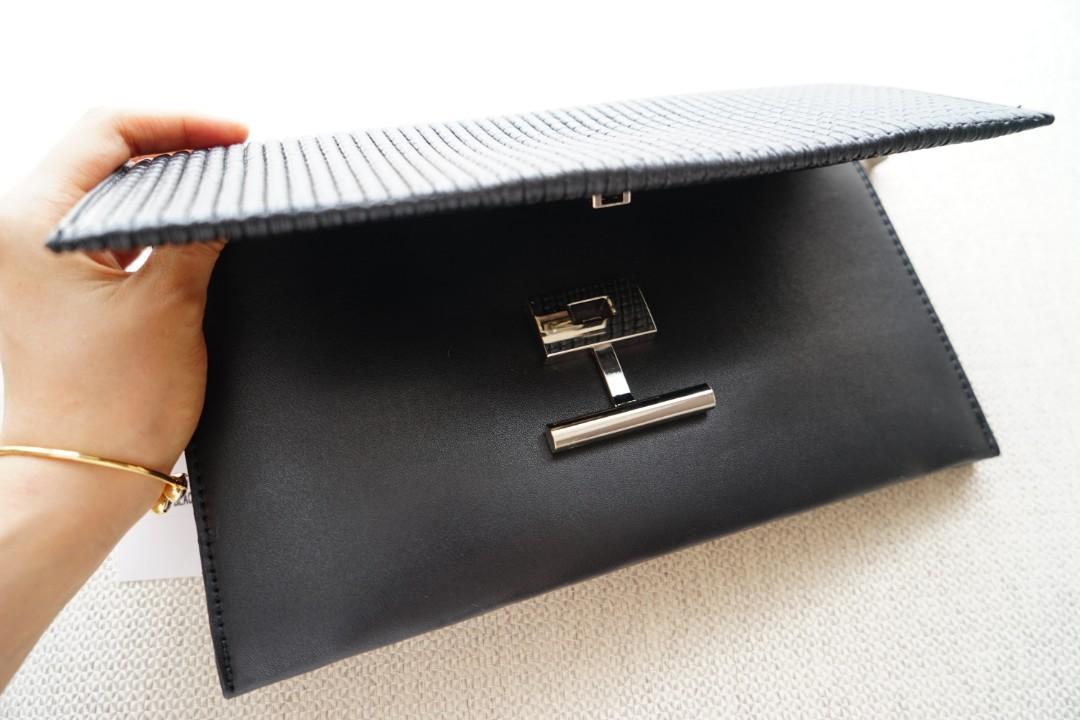 Tas hitam import dengan rantai adjustable bisa digenggam, digantung di lengan atau diselingkan di bahu
