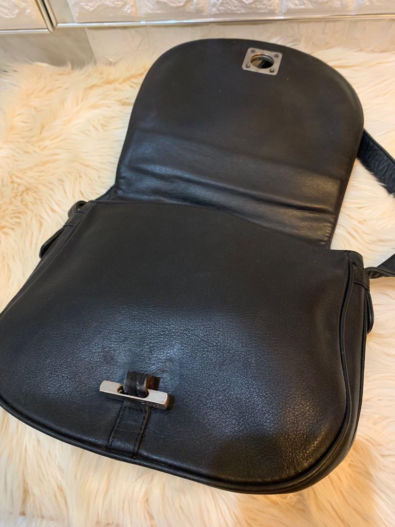 Tas slempang DKNY full leather size 24 cm x 22 cm authentic, kulitnya cakep banget tebal lembut