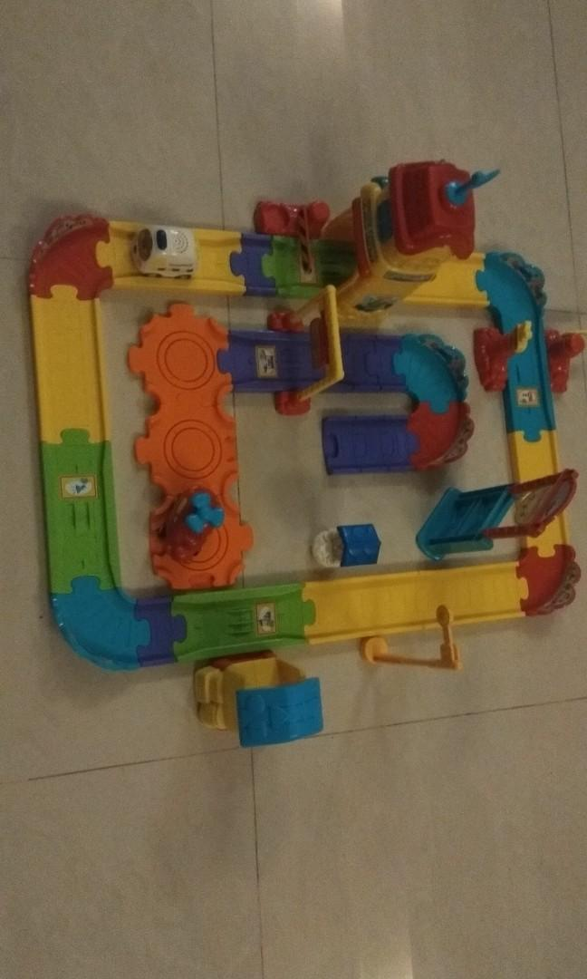 Vtech toot toot set (comes with 2 vehicle)