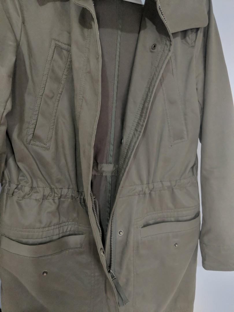Waterproof olive green anorak jacket