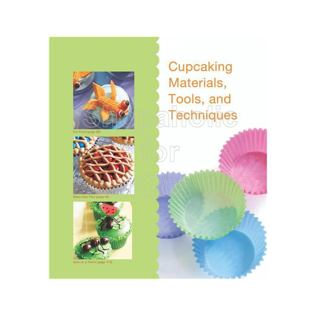 What's New Cupcake? by Karen Tack and Alan Richardson (original price P950) kitchen baking oven homebaker bake baker cakepop cake bakery pastry dessert sweets pastrychef decorating icing frosting buttercream