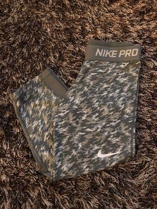 Nike pro- XS