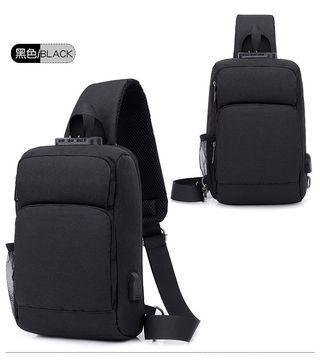 【Q夫妻】Sling Bag 韓版 連接USB充電接口 密碼鎖 防盜包 斜背包 斜跨包 休閒包 單肩包 胸包 黑色  #B0044-2