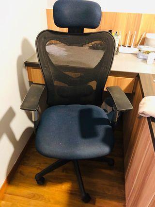 Office Chair (adjustable armrest height)