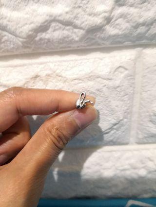 Agnès b 耳環 1隻 7成新  少帶但殘左,要洗銀水洗洗。