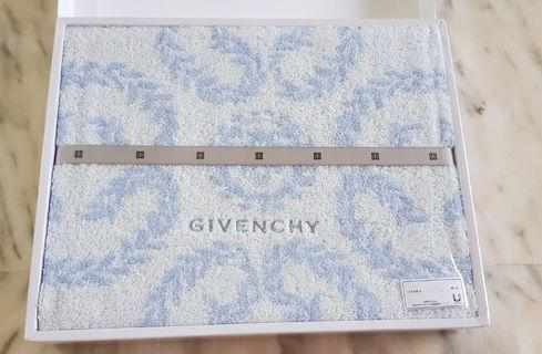 🚚 GIVENCHY bath towel