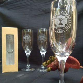 Champagne flute with engraving