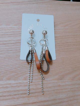 韓國流行皮革流蘇耳環