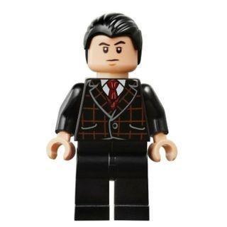 596 LEGO DC Super Heroes 76122 Batman Bruce Wayne - Black Suit