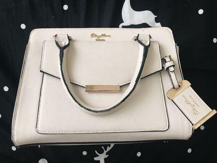 白色手提包