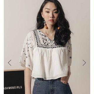 FM JOLIE EMBROIDERY TOP IN WHITE