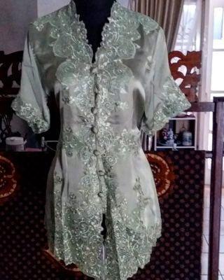 Kebaya encim hijau silk satin