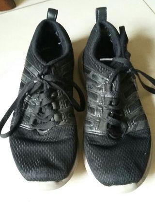 Sepatu sekolah