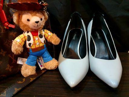 達芙妮 DAPHNE 藍灰皮革拼接黑麂皮造型方跟鞋