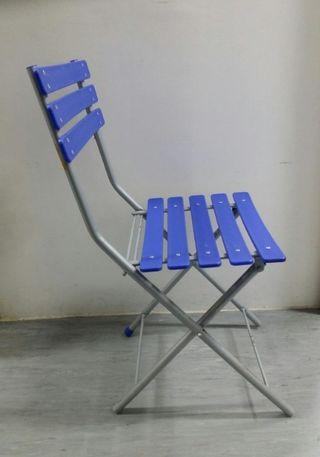 🚚 Foldable Blue Chair