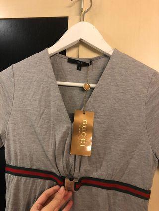 專櫃正品  Gucci 灰色logo上衣