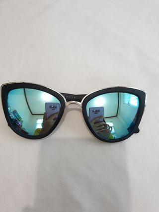 Authentic Quay Autralia My Girl sunglasses