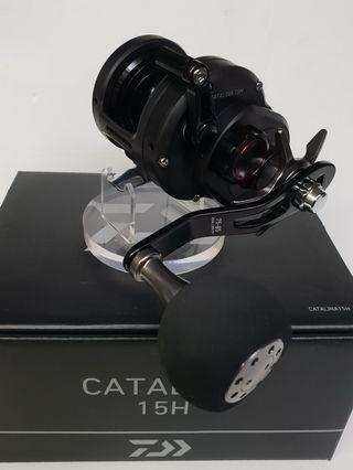 (New Arrival and Just In Place.!!).The 2019 New Released, 'DAIWA' Mid- High End Multiplier/ Overhead Reel.(Bottom Fishing/Jigging Able.!!- Coming with Limite Stock.!!).= 'Daiwa'- 19 CATALINA 15H.(Right Handed Reel, Gear ratio: 6.4:1, Max drag: 8kg.).