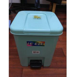 【專賣二手物】LUDER路得 腳踏式垃圾桶(綠色11.3 L)