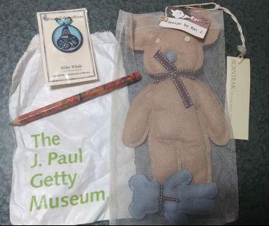 設計師品牌布熊玩偶+博物館四色色鉛筆+博物館藝術鯨鯊首飾品#爸爸謝謝你