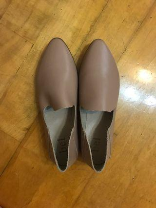 女裝杏色軟皮平底鞋