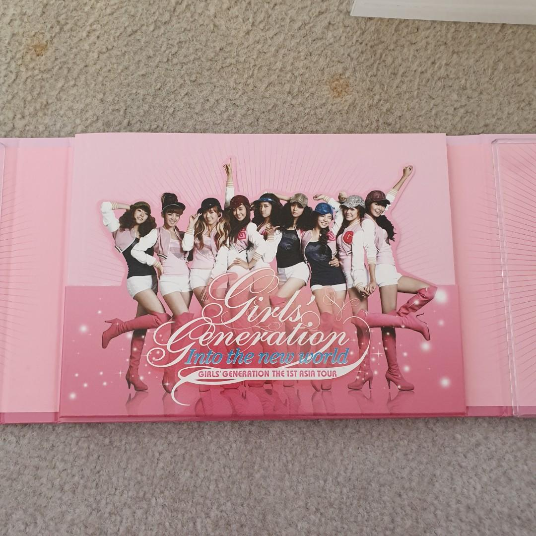 GIRLS' GENERATION INTO THE NEW WORLD 1ST ASIA TOUR