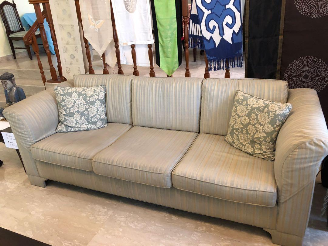Hardly Upholstered Sofa Set