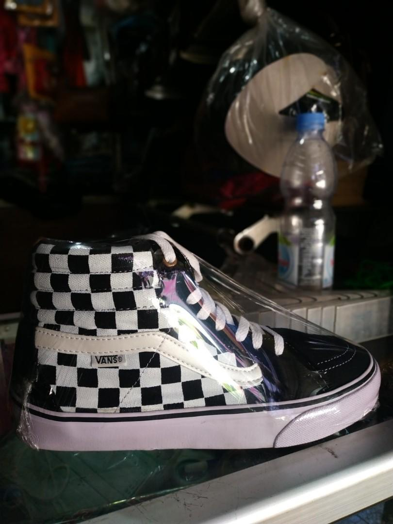 641804be5 Sepatu Vans, Women's Fashion, Women's Shoes on Carousell