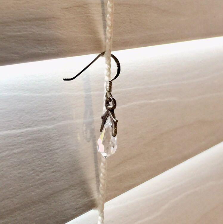 Simple teardrop shaped crystal earrings.   Materials:  Wire and Findings: Oxidized 925 sterling silver Swarvoski crystal