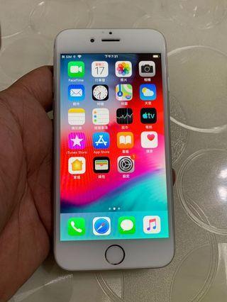 IPhone 6 銀色 64g 4.7吋(IOS:12.3.1) 單機無盒配件無耳機、 原廠屏幕、外觀九成新、漂亮無傷、已換過電池、無重摔無泡水。 所有功能正常順暢。已貼滿版保護貼。 電池健康度🔋96%