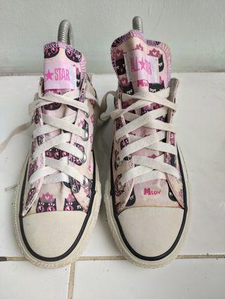 Sepatu Converse motif low
