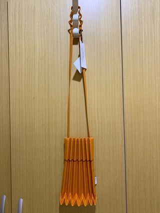 三宅一生 me ISSEY MIYAKE TRUNK PLEATS Bag 樹幹包 斜側背 橘色 全新