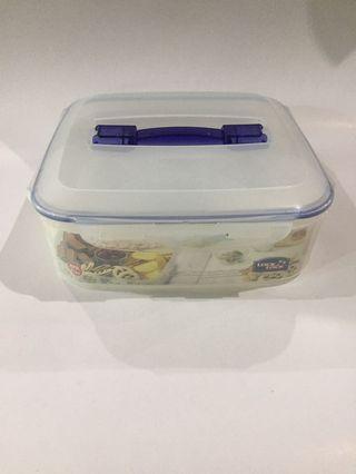 Kotak serbaguna Lock & Lock / Container