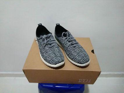Yeezy inspired shoes - Size 40