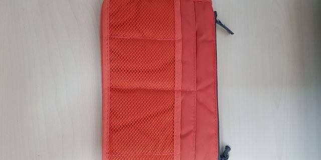 🚚 Make up bag or Travel bag