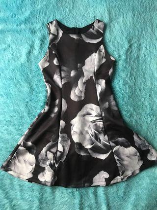 Dress Mini tanpa lengan motif mawar