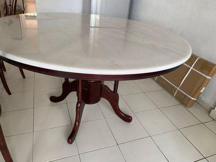 Dining Table round marblle for 8 seaters