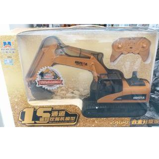 HuiNa Toys 1550 15 Channel 2.4G 1/12 RC Metal Excavator Charging 1:12 RC Car RTG
