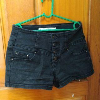 黑色排扣短褲