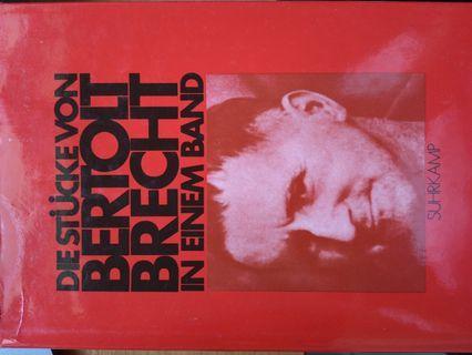 Stücke des Berthold Brecht in einem Band
