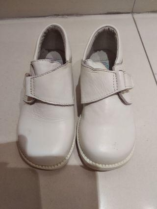 小朋友白色皮鞋•White leather shoes for kids
