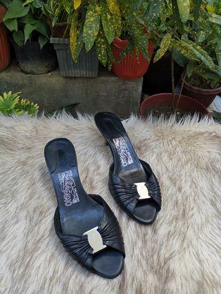 Authentic Salvatore Ferragamo In Black Leather Kitten Heel Mules Size 6