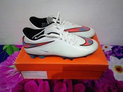 Sepatu Bola Nike Hypervenom Phade FG Soccer