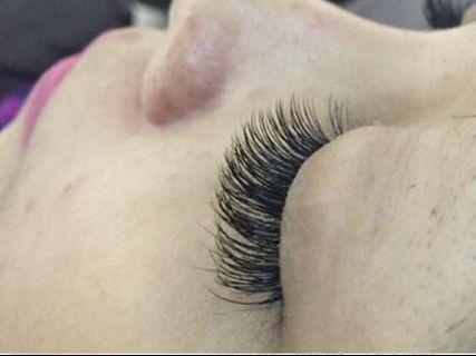 Eyelash extension home service go follow instagram @gnkstudios_