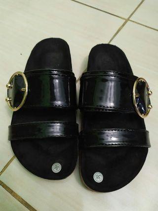 Sandal sloup