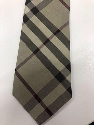 🚚 Authentic Burberry checked tie