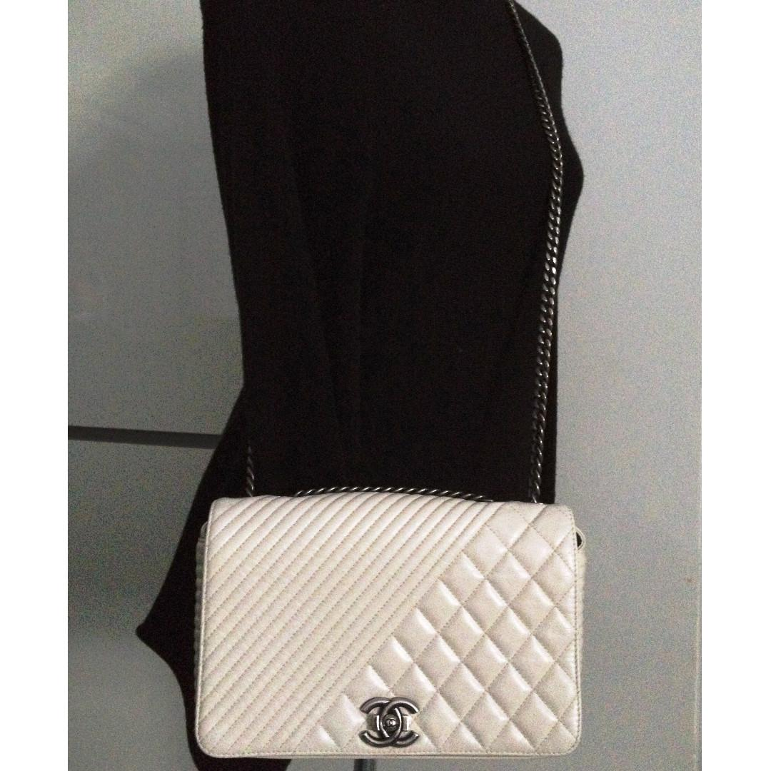 FULL SET MINT CHANEL Ivory Distressed Calfskin Coco Boy Ruthenium Chevron Medium Flap Bag