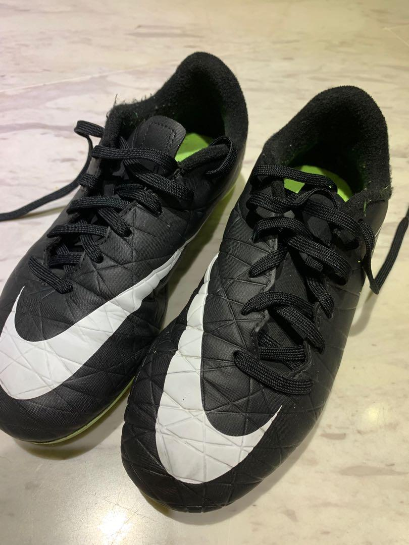Nike Soccer Boots boys 9-10 years old
