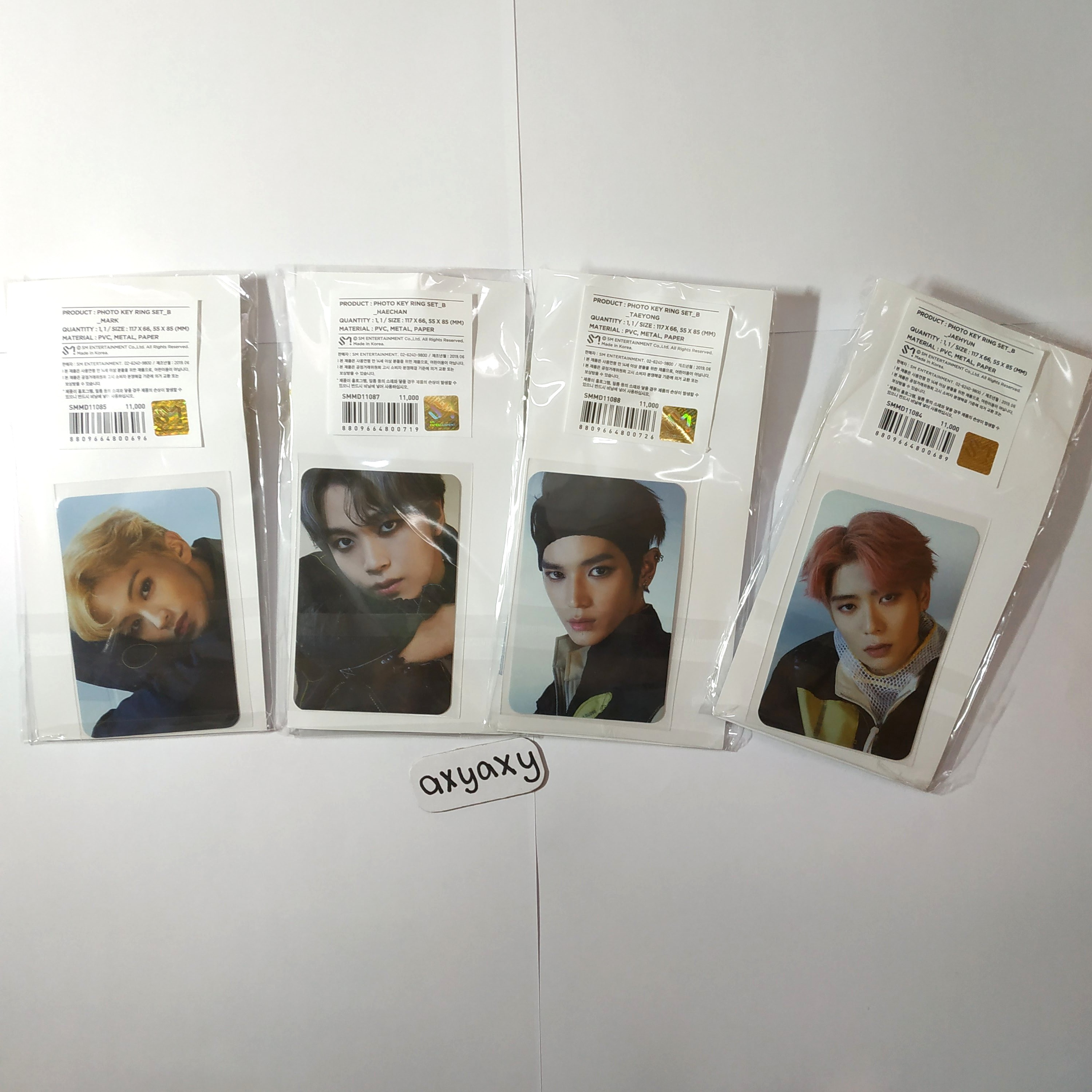[WTS] NCT 127 We Are Superhuman Official Goods: Keyring + Photocard (DDP)