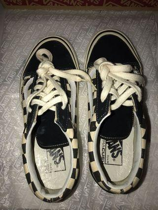 🚚 Old skool 36 dx anaheim in black and white